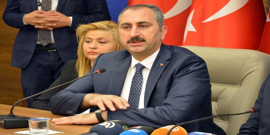 """Adalet Bakanı Gül'den """"Tek Tip Kıyafet"""" Açıklaması"""
