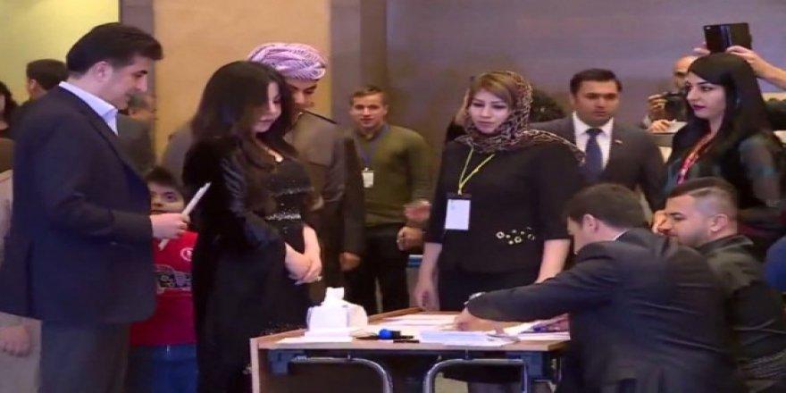 Barzani'nin kızı bunu yaparak referandum oylamasına damga vurdu!
