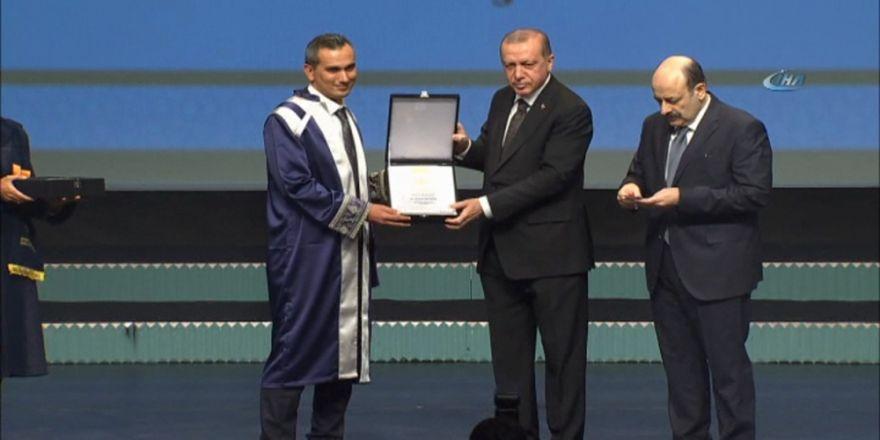 Ödülleri Cumhurbaşkanı Erdoğan Verdi