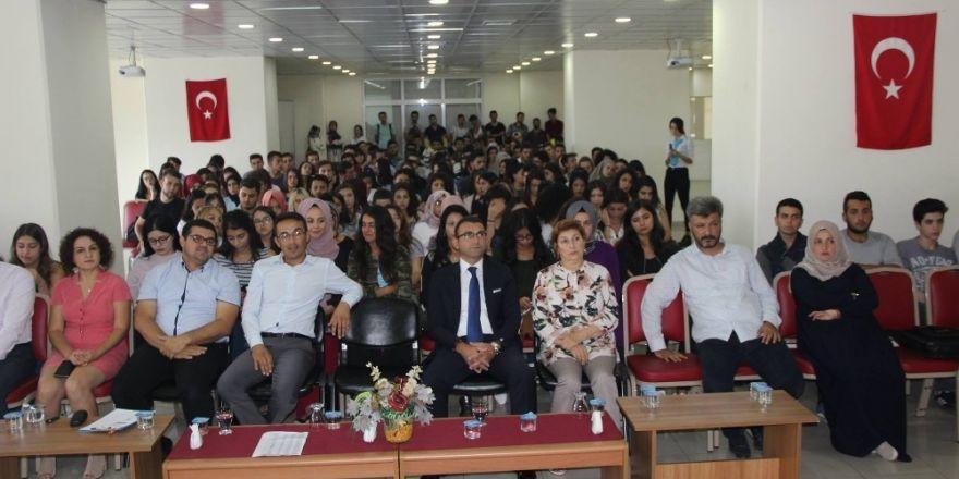 Burhaniye'de Öğrenciler İçin Oryantasyon Toplantısı Düzenlendi