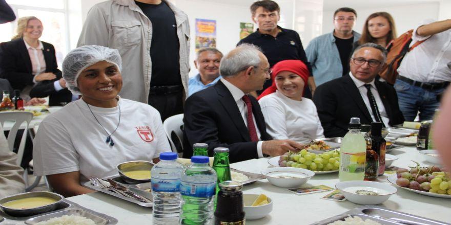 Kılıçdaroğlu İşçilerle Yemek Yedi
