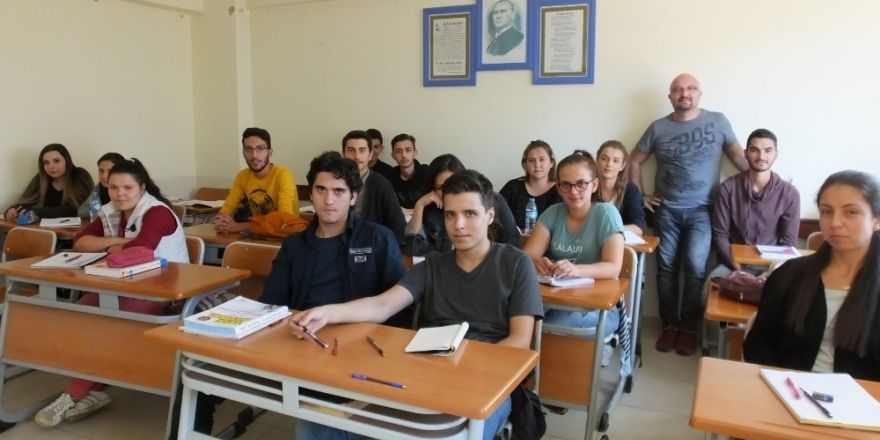 Burhaniye'de Ücretsiz Üniversiteye Hazırlık Kursu Açıldı