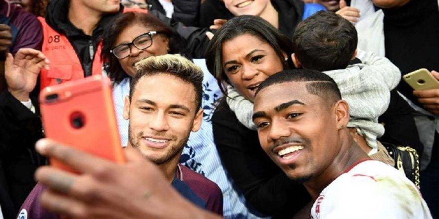 Malcom'un Neymar'la 'selfie'si olay oldu