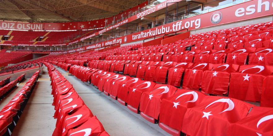 Eskişehir Stadı Türk Bayrakları İle Donatıldı