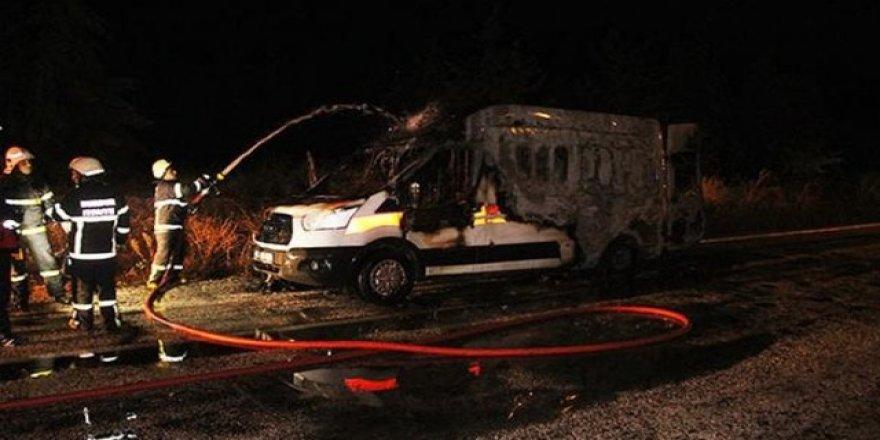 Hasta ambulansta yanarak öldü