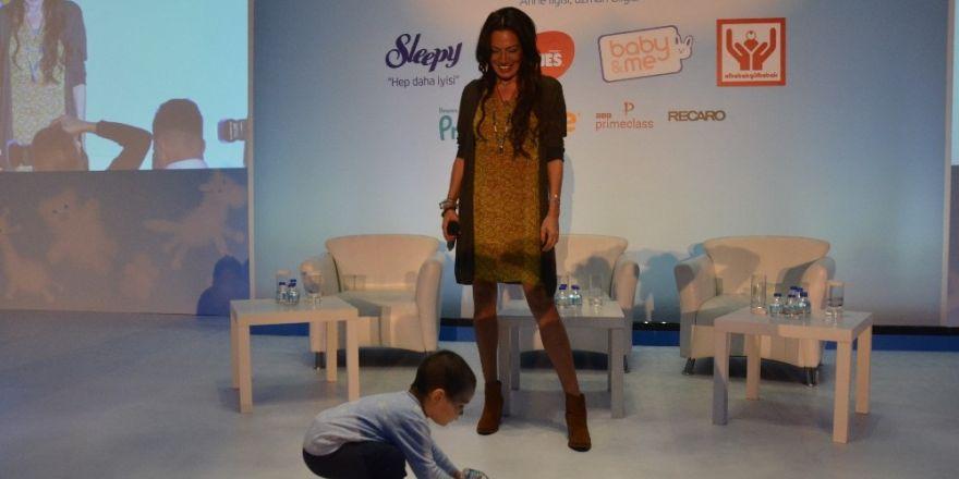 'Bebekoloji Konferansı'nda Sibel Tüzün Konseri