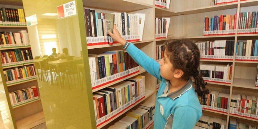 Binlerce kitap çocukları bekliyor