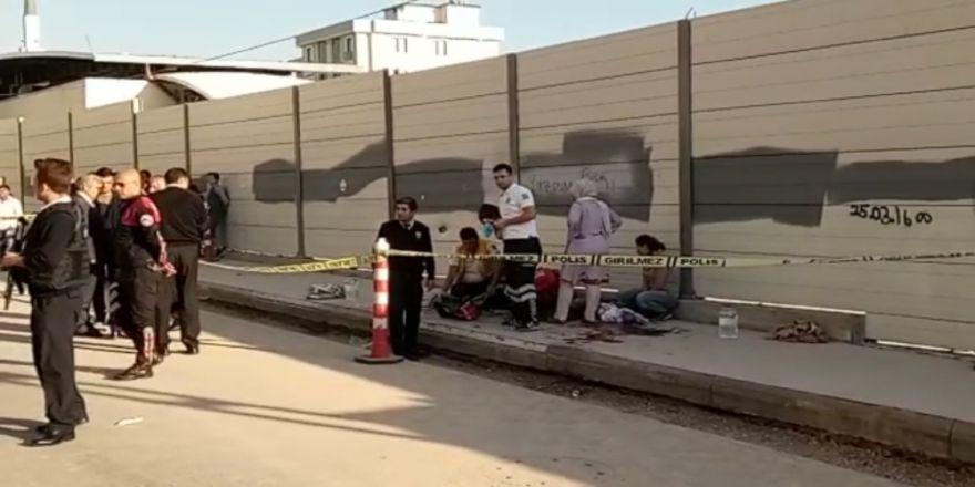 Okulda Dehşet Anları: 3 Öğrenciyi Vurdu, Bileğini Kesti