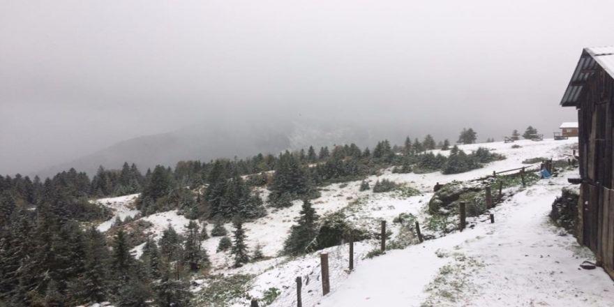 Sahilde Şiddetli Yağış, Yaylalarda Kar