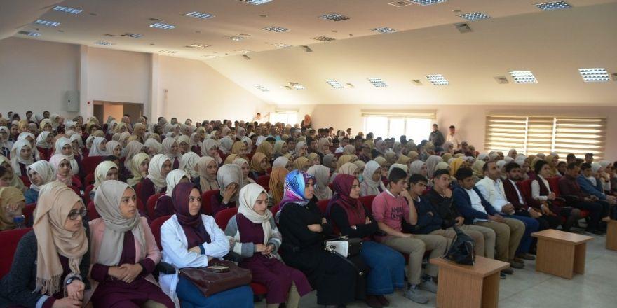Dilovası'nda Öğrencilere 'Sağlıklı Beslenme' Konferansı