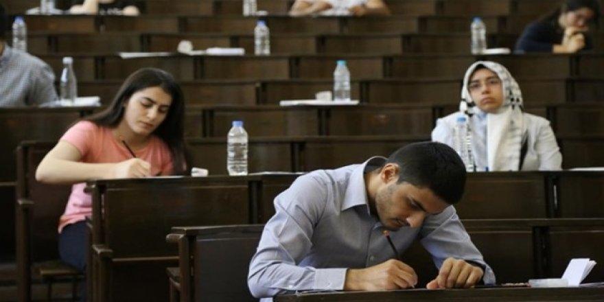 15 dakika kuralı kalktı, sınav ücretleri düşürüldü!
