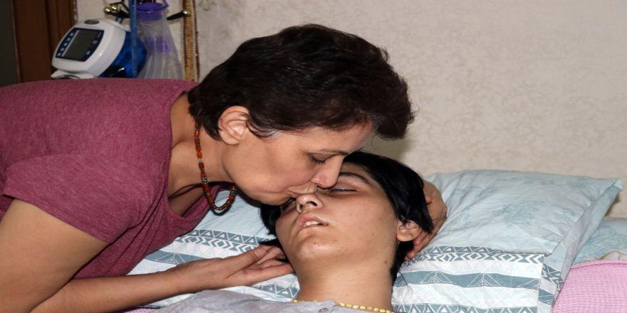 Sspe Hastalığı Ela'yı Yatağa Mahkum Etti