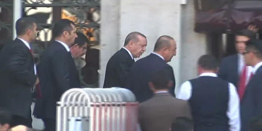 Erdoğan, Bezm- İ Alem Valide Sultan Camii'ne Geldi