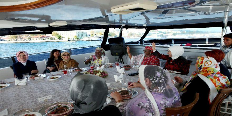 Emine Erdoğan Misafirlerini Teknede Ağırladı