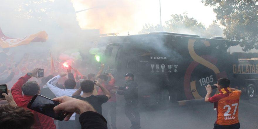 Galatasaray Ve Fenerbahçe Yola Çıktı