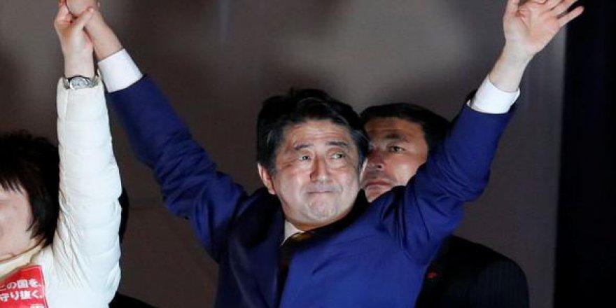 Japonya'da zafer Abe'nin