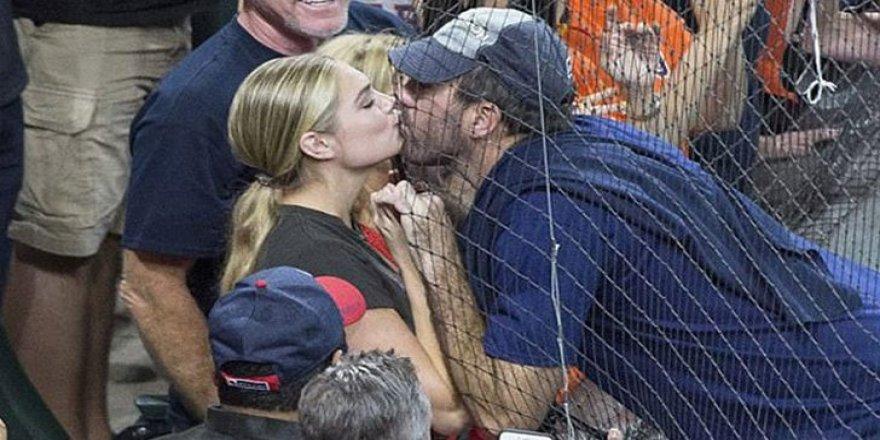 Kate Upton'dan galibiyet öpücüğü