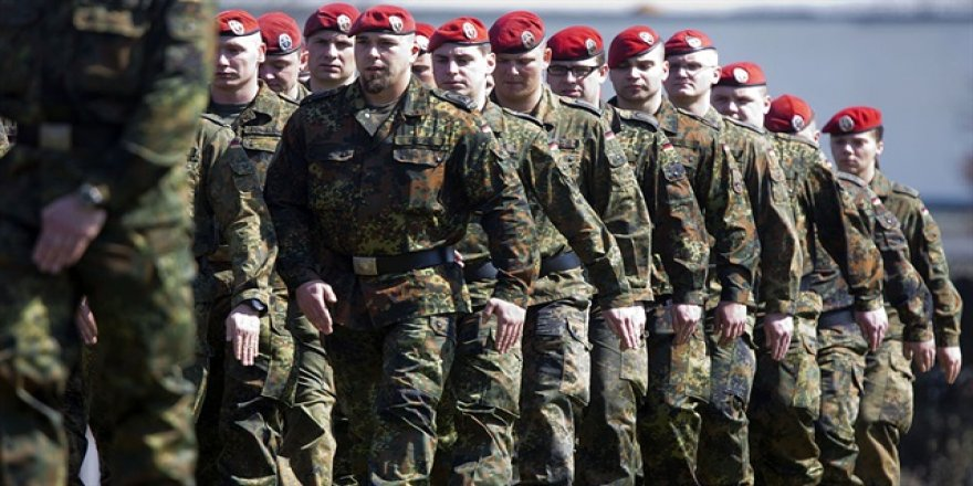 Alman ordusundan 5 yılda 18 aşırı sağcı atıldı