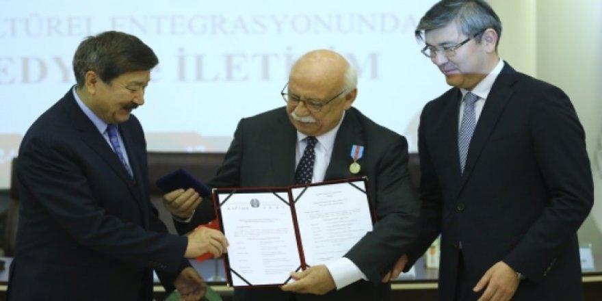 Kazakistan'dan Nabi Avcı'ya ödül