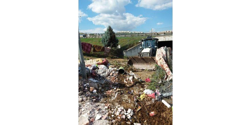 """İzmit Belediyesi'nden Uyarı, """"Boş Alanlar Çöplük Değil"""""""