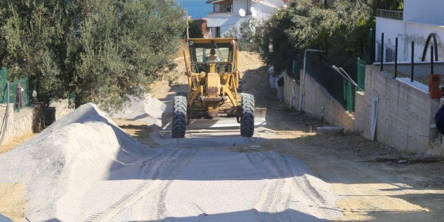 Burhaniye Pelitköy Sahilinde Yeni Yollar Yapılıyor