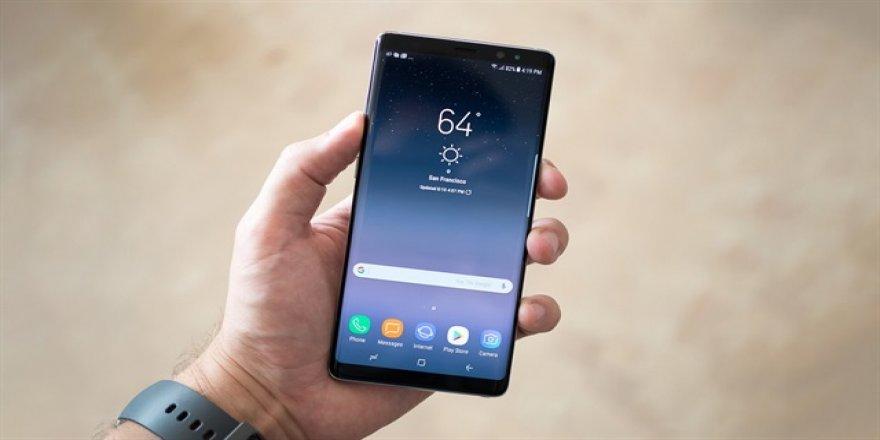 Samsung uçakta 200 adet Note 8 dağıttı