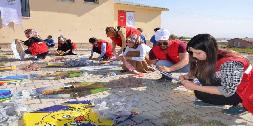 Köy Okulu Öğrencileri İçin Uçurtma Şenliği