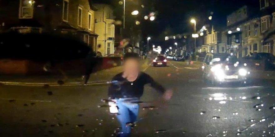 İngiliz kadın tazminat almak için arabanın önüne atladı