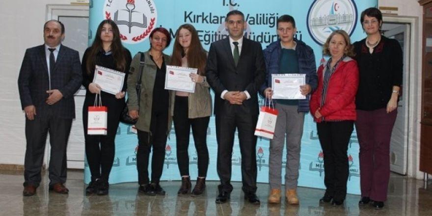 Kitap Okuma Yarışmasında Dereceye Giren Öğrenciler Ödüllendirildi.
