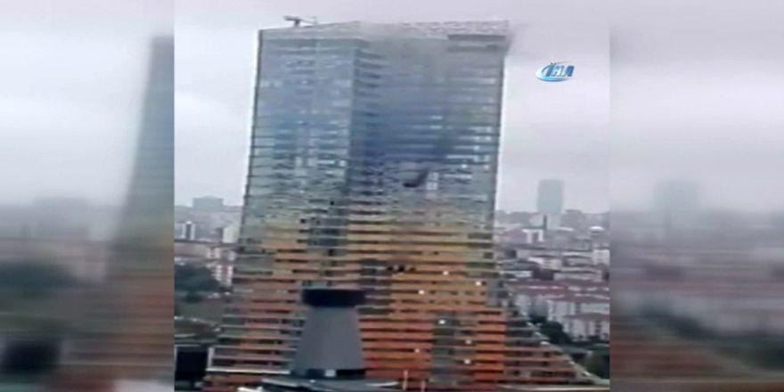 İstanbul'da Gökdelende Yangın