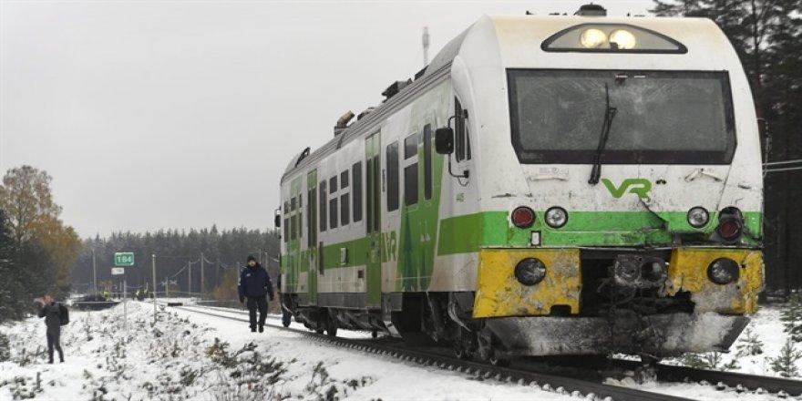 Finlandiya'da tren askeri araca çarptı