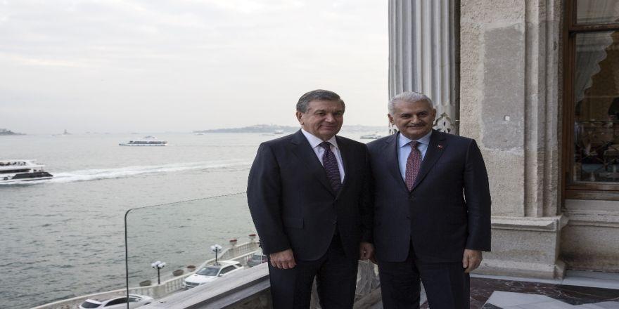 Özbekistan Cumhurbaşkanı İle Hatıra Fotoğrafı Çektirdi