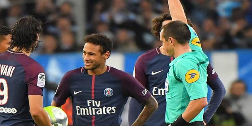 Neymar'a iki maç ceza