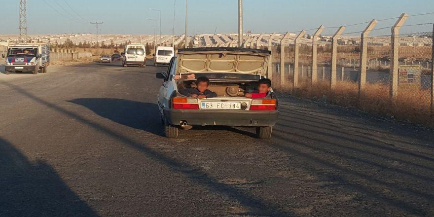 Otomobil Bagajında Tehlikeli Yolculuk Kamerada