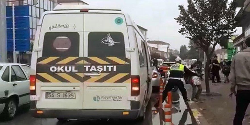 Trafik polisinden dikkat çeken hareket!
