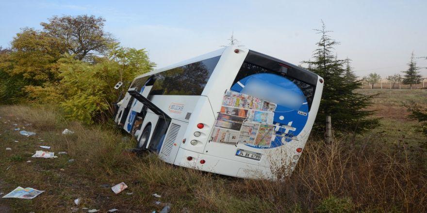 Kamyon Otobüsle Çarpıştı: 15 Yaralı