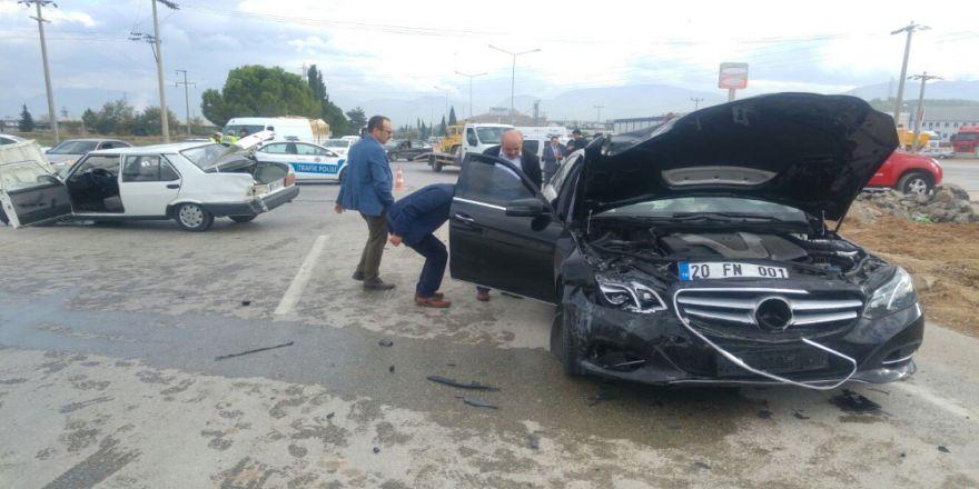 Ak Partili Vekilleri Taşıyan Araç Kaza Yaptı