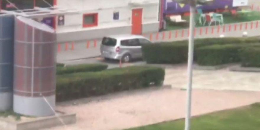 İstanbul'da Avm Önünde Şüpheli Araç Paniği
