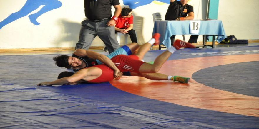 A Milli Güreş Takımı Balkan Şampiyonu Oldu
