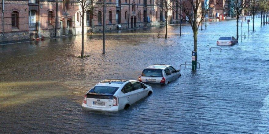 Hamburg sular altında