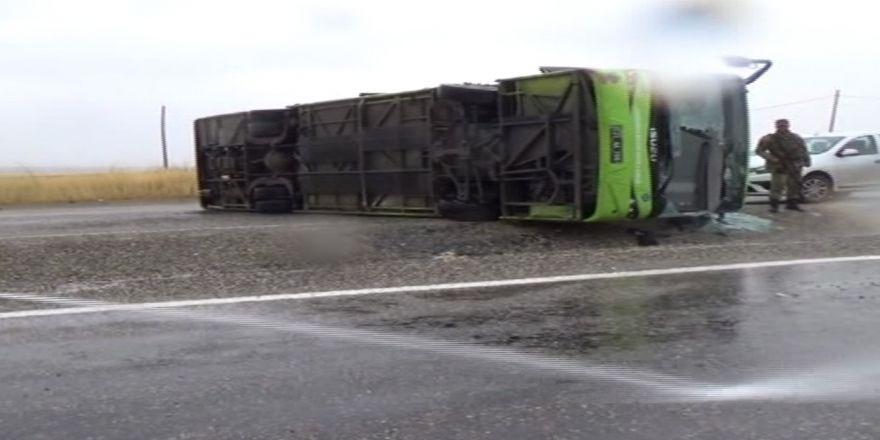 Diyarbakır'da Yolcu Otobüsü Devrildi: 23 Yaralı