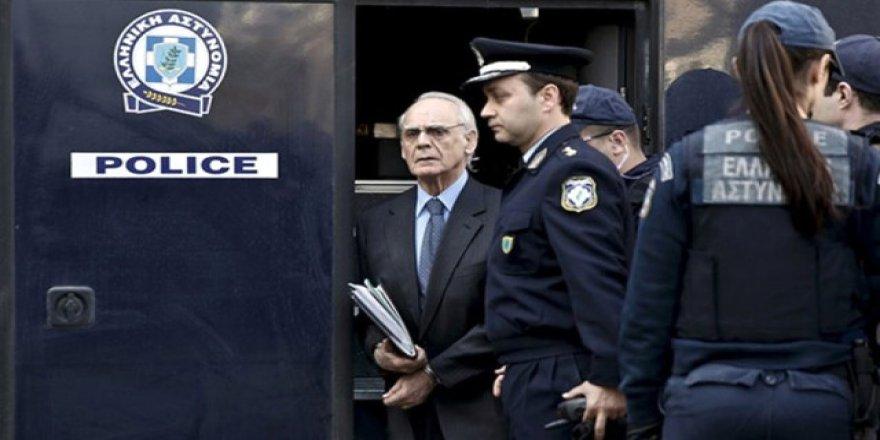 Eski bakana 19 yıl hapis cezası