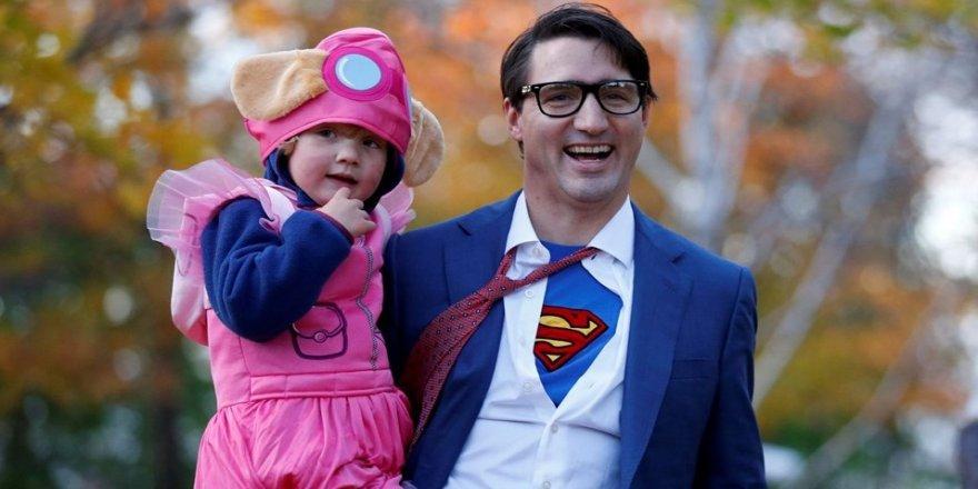 Justin Trudeau Süpermen kılığına girdi