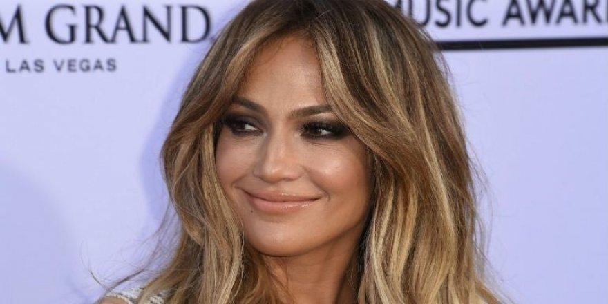 Jennifer Lopez nasıl aşık olduğunu anlattı