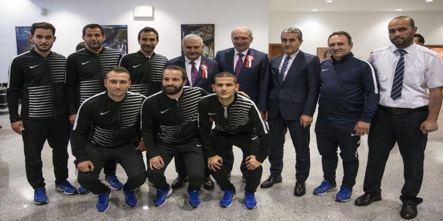 Yıldırım, İett Futbol Takımı'nı Kabul Etti