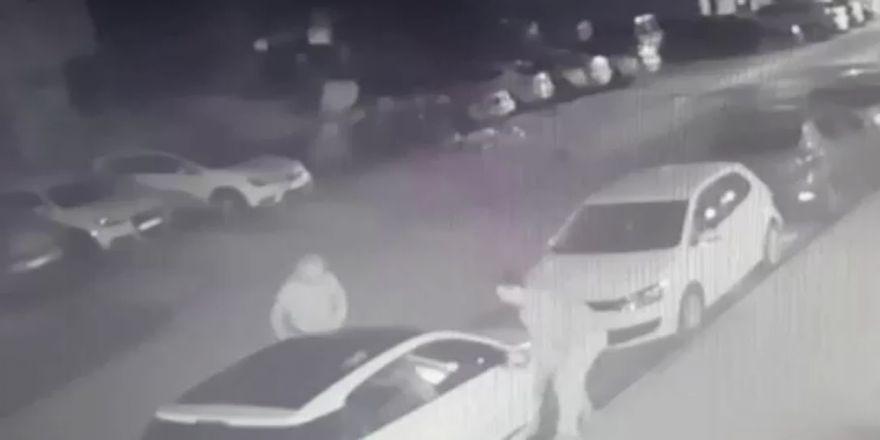 Arabaların Aynalarını Söken Hırsızlar Kamerada