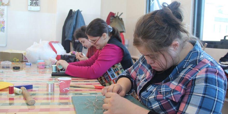 Engelsiz Hobi Kursları'nda Eğitimler Sürüyor
