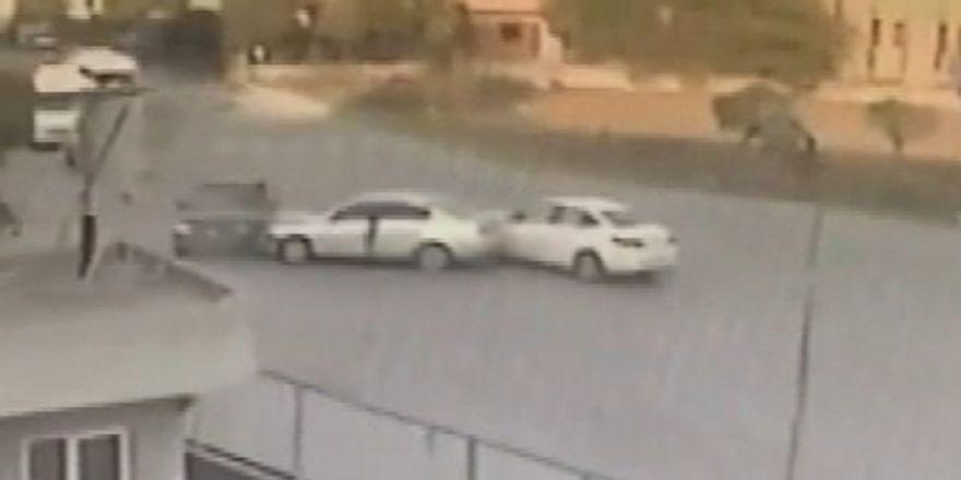 Üç Aracın Birbirine Girdiği Kaza Kamerada