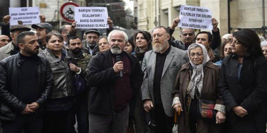 ''4 Kasım darbesini protesto ediyoruz''