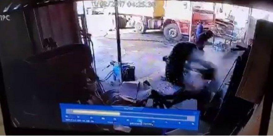 Sakarya'da Bakımını Yaptığı Lastik Bomba Gibi Patladı